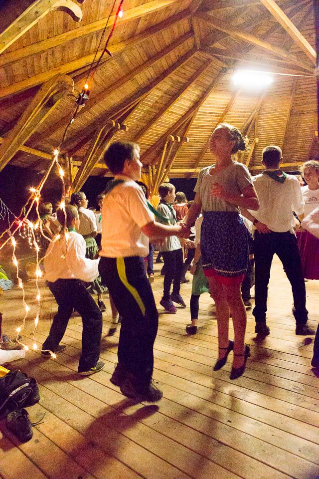 …népi tánc a lányokkal, azt nagyon szeretem